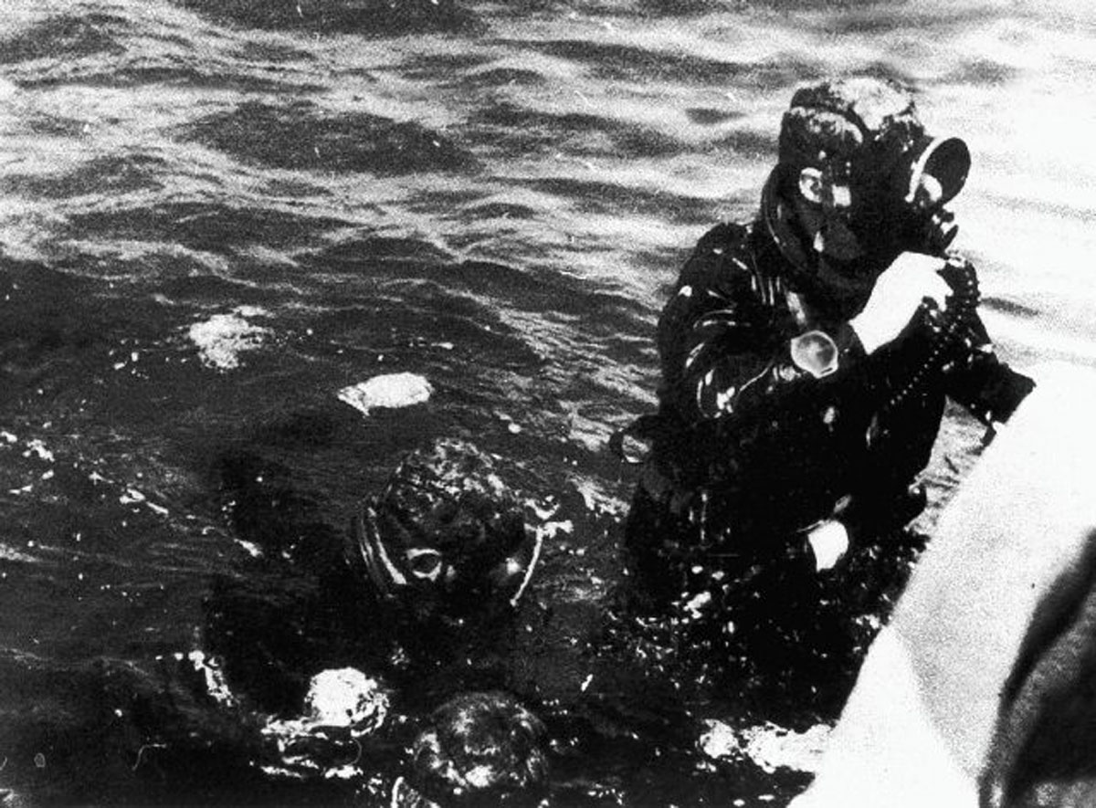 Italian Navy Frogman wearing a Pirelli muti di gomma in rubber again with the Panerai case shape clearly visible on his wrist (Image: paneraimagazine.com)