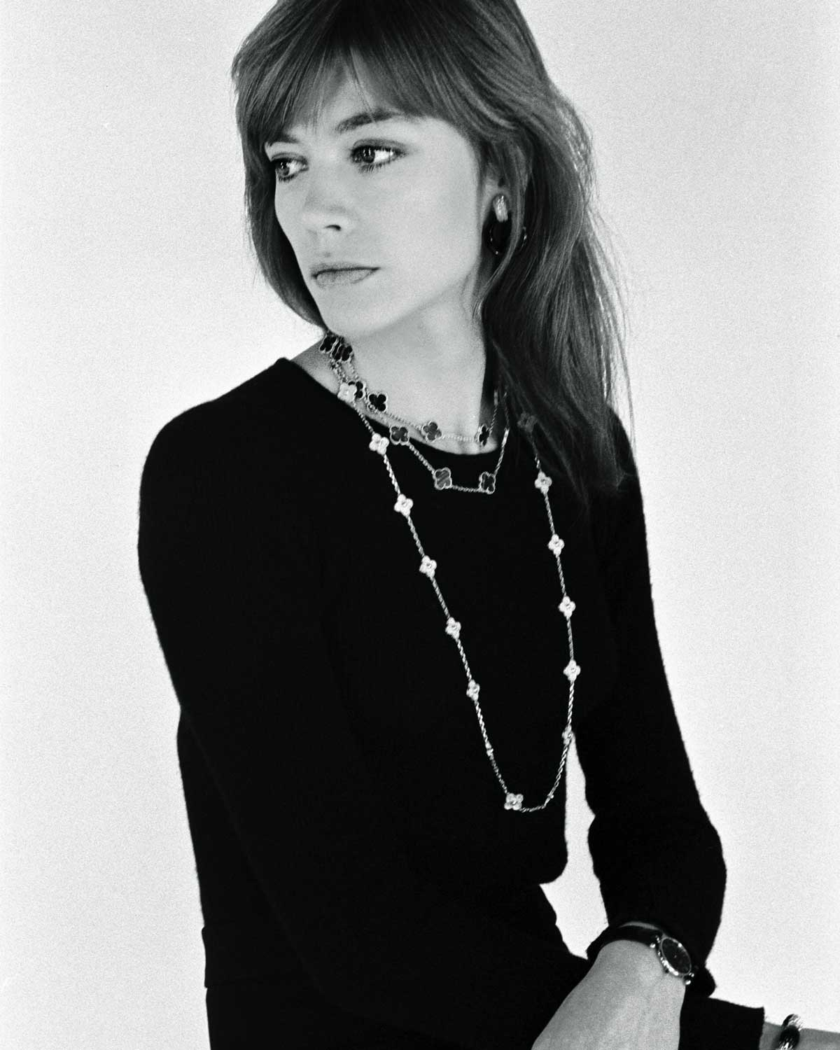 1973 French singer, Francoise Hardy at a photoshoot with an Alhambra necklace around her neck. Photo: Catherine Rotulo