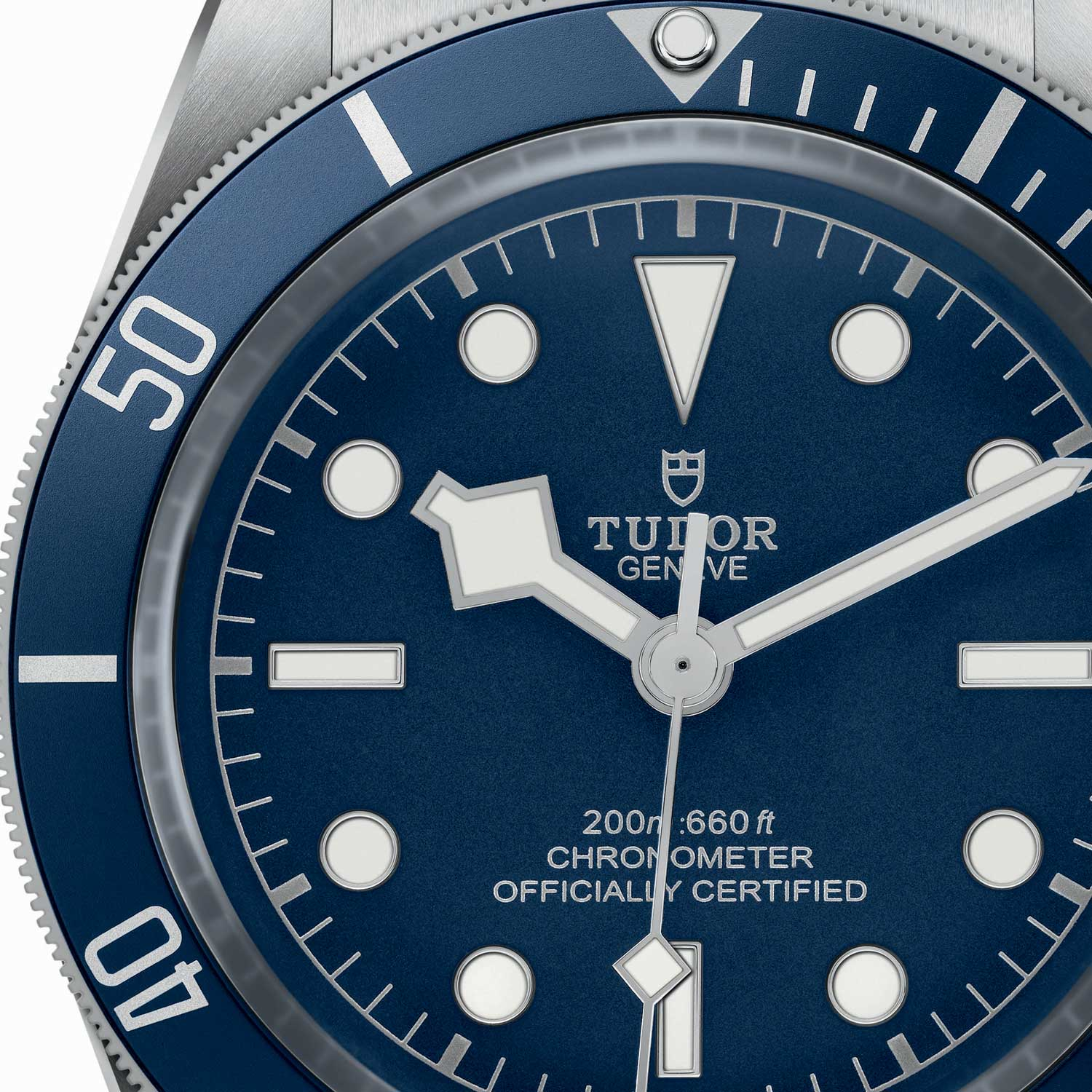 "A closer look at the bezel and ""snowflake"" hour and seconds hand of the BB58 Navy Blue"