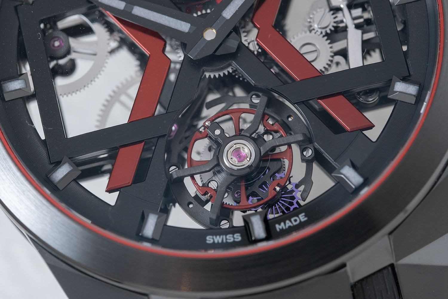 Seen on the Ulysse Nardin Black Blast (ref. T-1723-400/BLACK) a new for the manufacture, a red balance wheel (©Revolution)