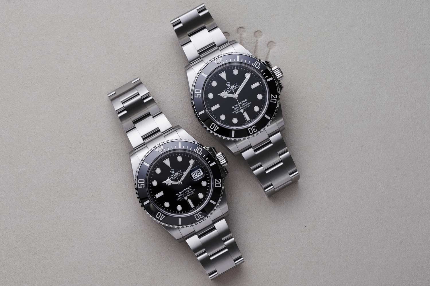 The 2020 Oyster Perpetual Submariner with date on the left, the ref. 126610 and the no-date ref. 124060 on the right in Oystersteel (©Revolution)