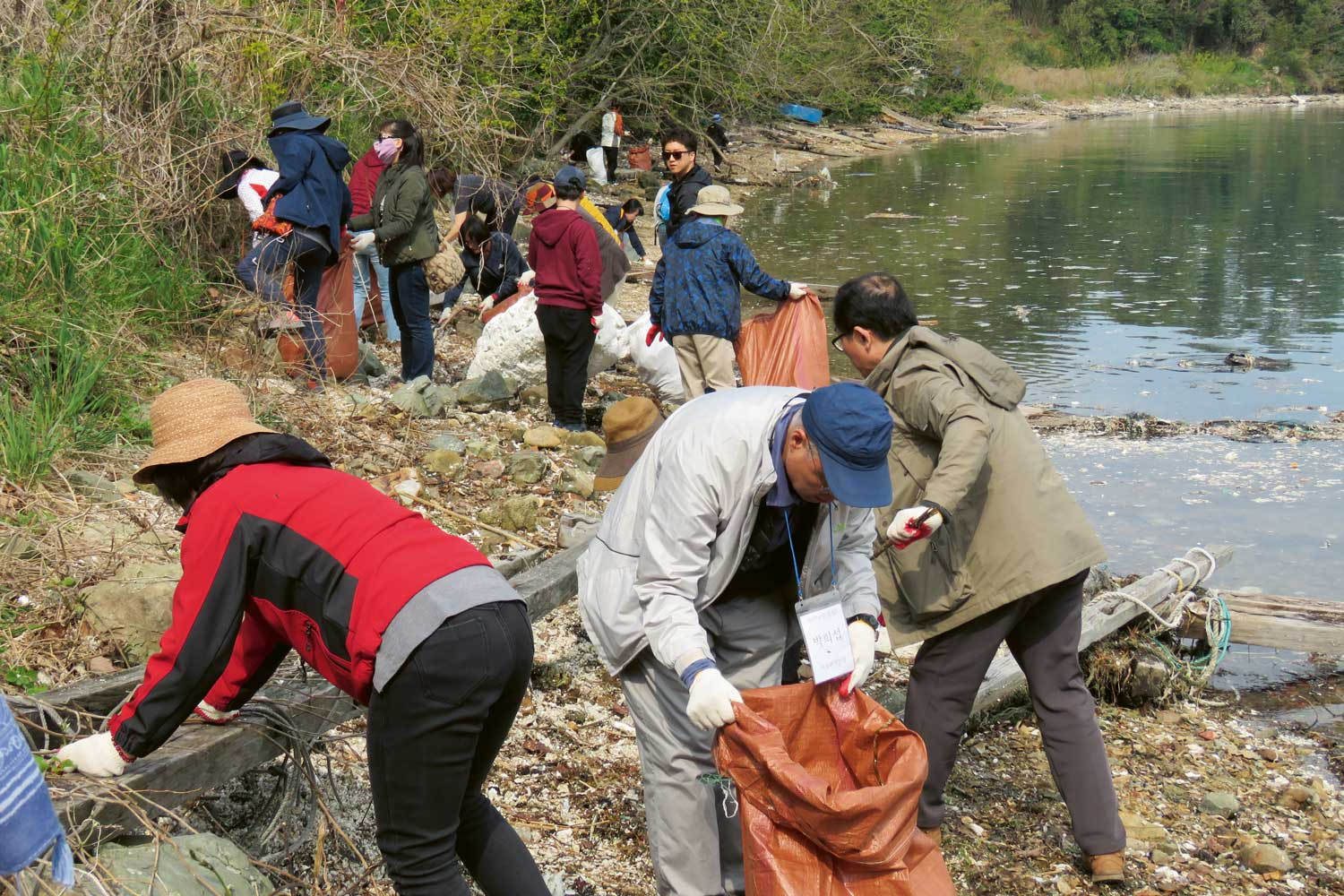 All are welcome. Later this year, hundreds of volunteers will be needed to collect pollutants from South Korea's Hangang River. Check Seoul KFEM's digital channels for more details.