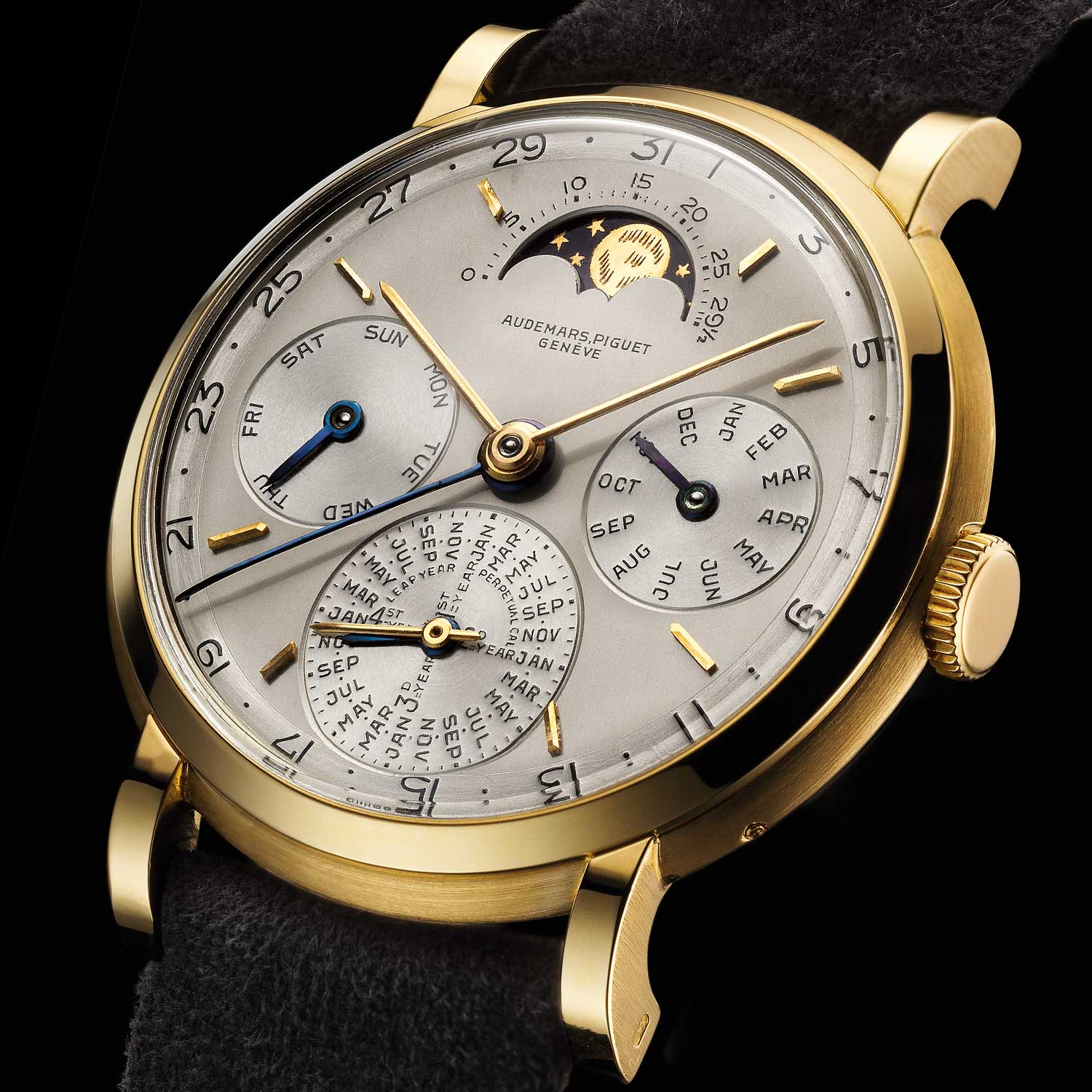 Perpetual calendar wristwatch. Movement No 66136, case No 11151. Calibre 13VZSSQP, 18-carat yellow gold case. Gold dial, silver-plated. Black enamel numerals. Applied yellow gold hour-markers. Yellow gold timekeeping hands. Blued steel calendar hands. Movement made in 1955, watch sold in 1959 to Vacheron Constantin (Genève). Audemars Piguet Heritage Collection, Inv. 1732