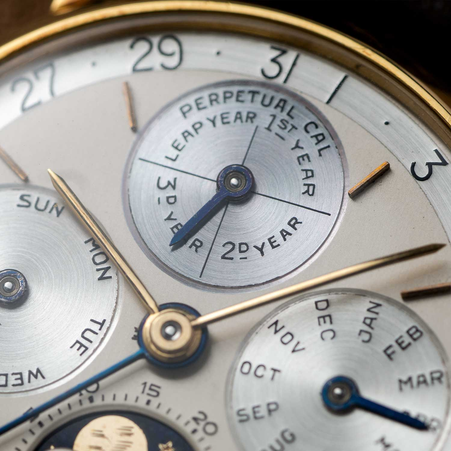 A close up on the dial of the Second-Series ref. 5516 with the leap-year indicator at 12 o'clock, sans the 48-month scale; the watch seen here is presently part of the Pygmalion Gallery's private collection (Image: Image and watch, property of Pygmalion Gallery)