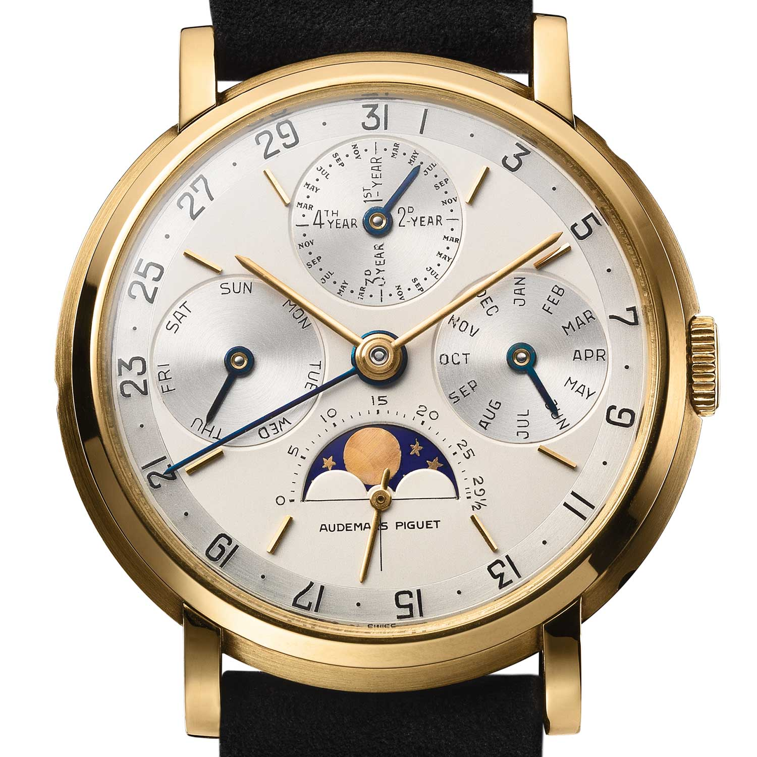 Perpetual calendar wristwatch. Movement and case No 73012. Calibre 13VZSSQP, 18-carat yellow gold case. Gold dial, silver-plated. Black enamel numerals and writing. Applied yellow gold hour-markers. Yellow gold timekeeping hands. Blued steel calendar hands. Movement made in 1957, watch sold in 1968 to Vacheron Constantin (Genève). Audemars Piguet Heritage Collection, Inv. 1716.