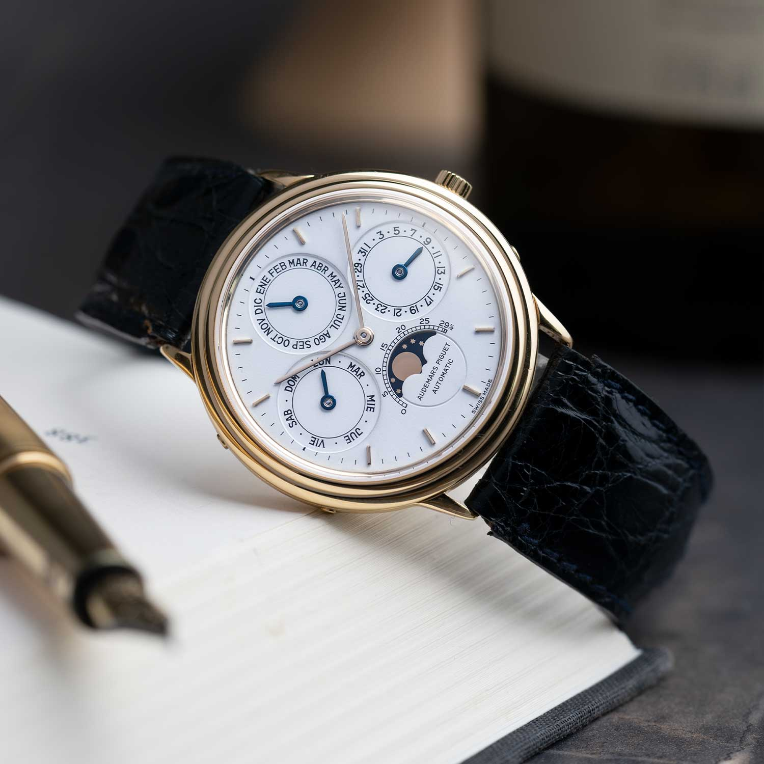 A ref. 25548BA, seen here with a dial in Spanish lettering; the watch seen here is presently part of the Pygmalion Gallery's private collection (Image: Photo and watch, property of Pygmalion Gallery)
