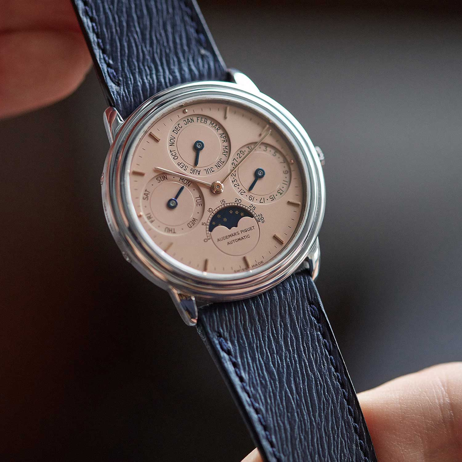 The 25661PT, with a salmon dial that was listed on A Collected Man some time ago (Image: acollectedman.com)