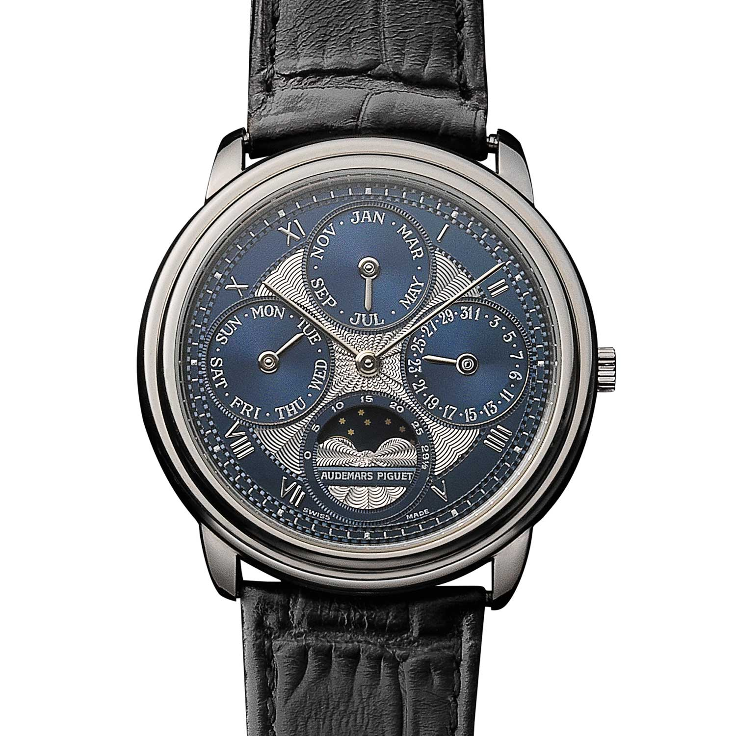 Perpetual calendar with an engine-turned dial. Model 25657PT (1,821 examples of which 128 in platinum). Movement No 373953, case No C97806. Calibre 2120/2800. Movement made in 1992, watch sold in 1993. Audemars Piguet Heritage Collection, Inv. 755.