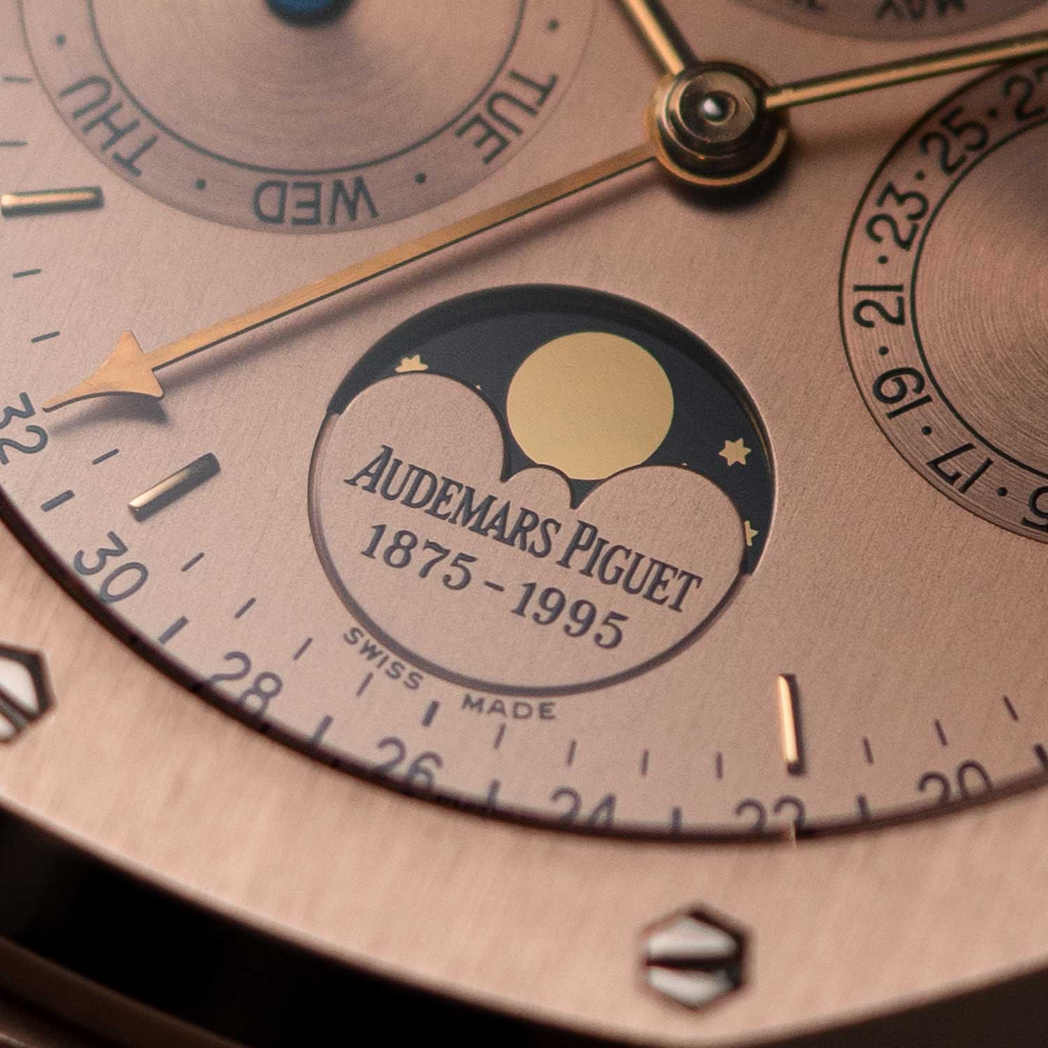 In 1995, Audemars Piguet celebrated its 120th anniversary with the limited edition ref. 25810.OR.01; the watch ushers in the reappearance of the leap-year indicator coaxially mounted with the month hand in the subdial at 12 o'clock; similar to the the leap-year cycle, in exactly the same font as that in the second-series 5516 watches; the watch seen here is presently part of the Pygmalion Gallery's private collection (Image: Photo and watch, property of Pygmalion Gallery)