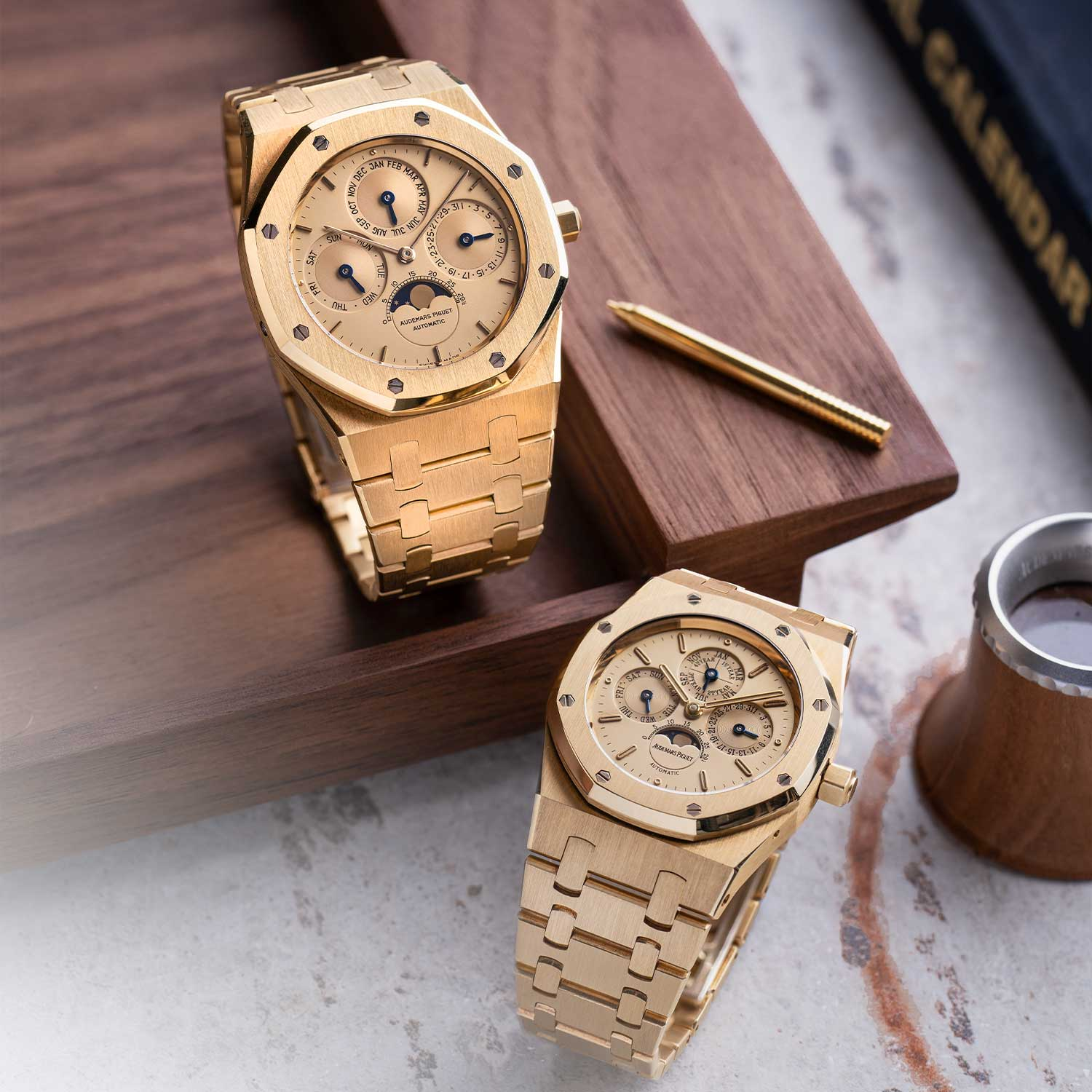 The Royal Oak Perpetual Calendars ref. 25686BA in all yellow gold on the left and the 33mm ref. 25800BA, also in all yellow gold on the right; the watches seen here are presently part of the Pygmalion Gallery's private collection (Image: Photo and watches, property of Pygmalion Gallery)