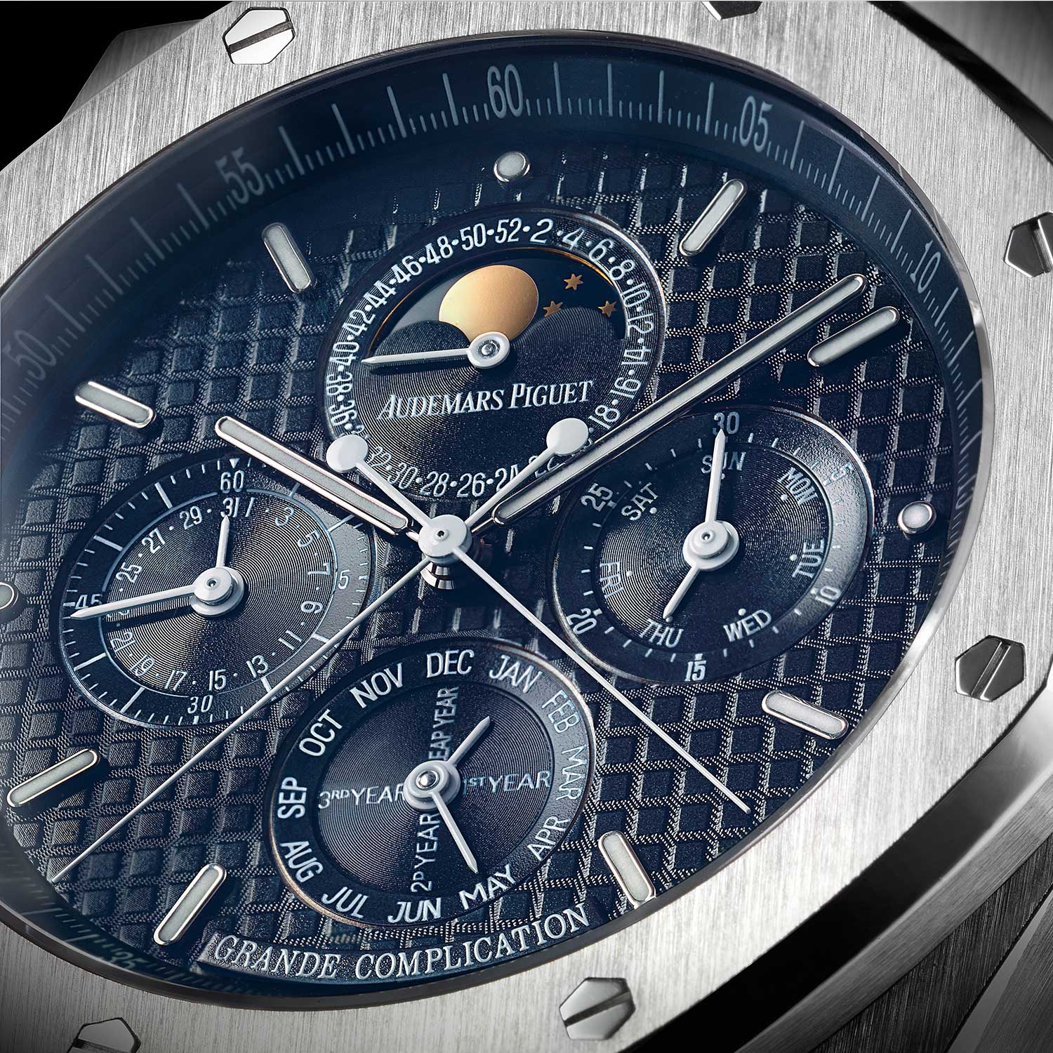The reference 25865 was an unusual addition to the Royal Oak Perpetual Calendar family, it incorporated a split-seconds chronograph and minute repeater complication along with the perpetual calendar
