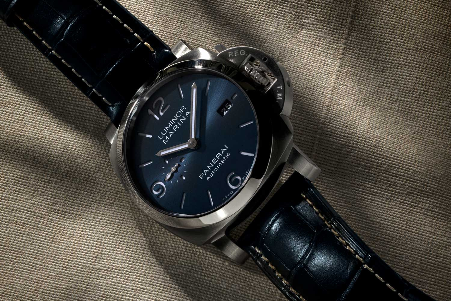 The Luminor Marina 44mm PAM01313 features the P.9010 calibre, entirely developed and created in the Panerai Manufacture in Neuchâtel. (©Revolution)