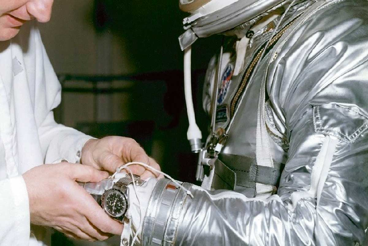 The mesh strap could be easily adjusted from the wrist to the outer sleeve of the spacesuit with minimal fuss.