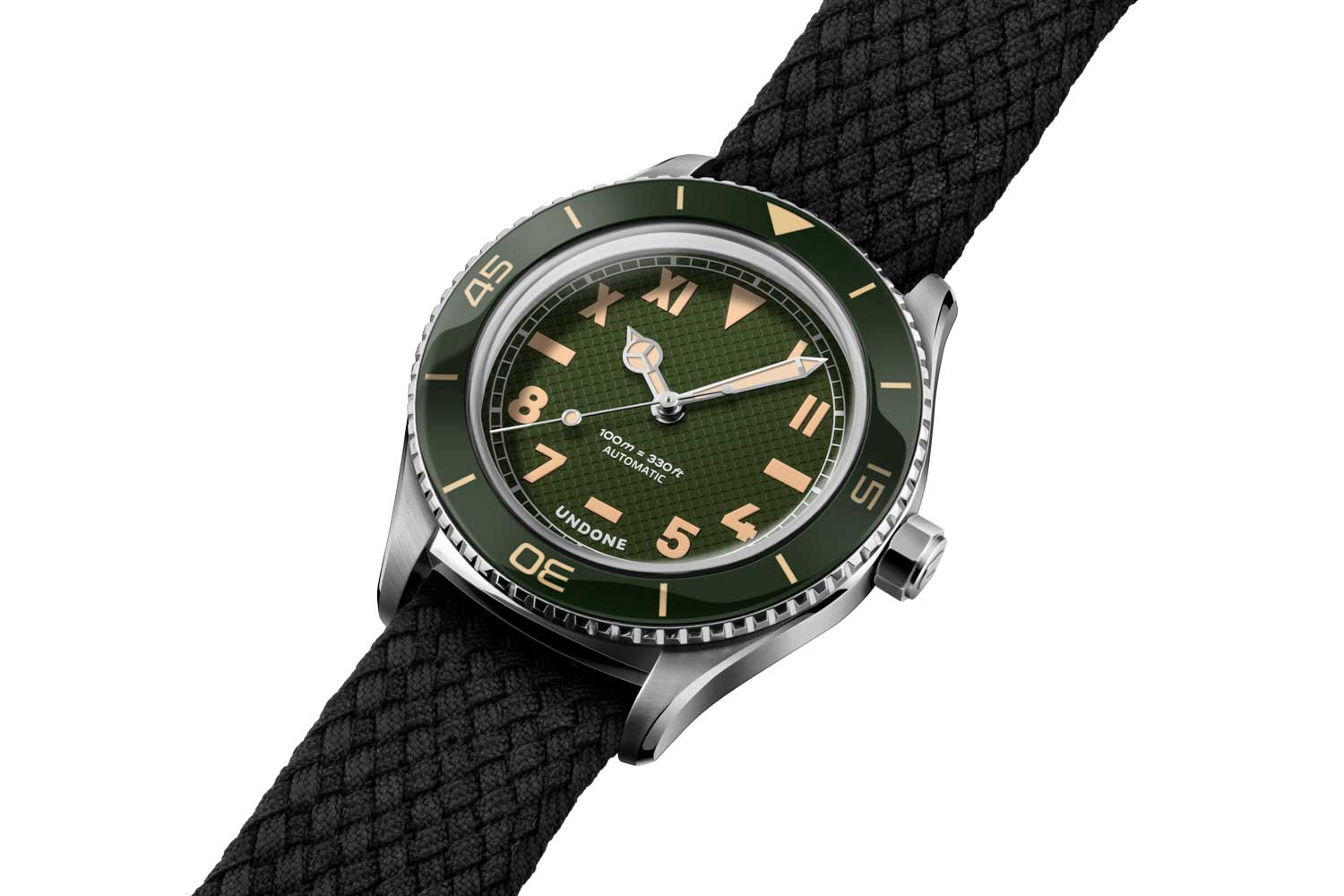 The Basecamp Cali comes with a black, blue or green dial configuration