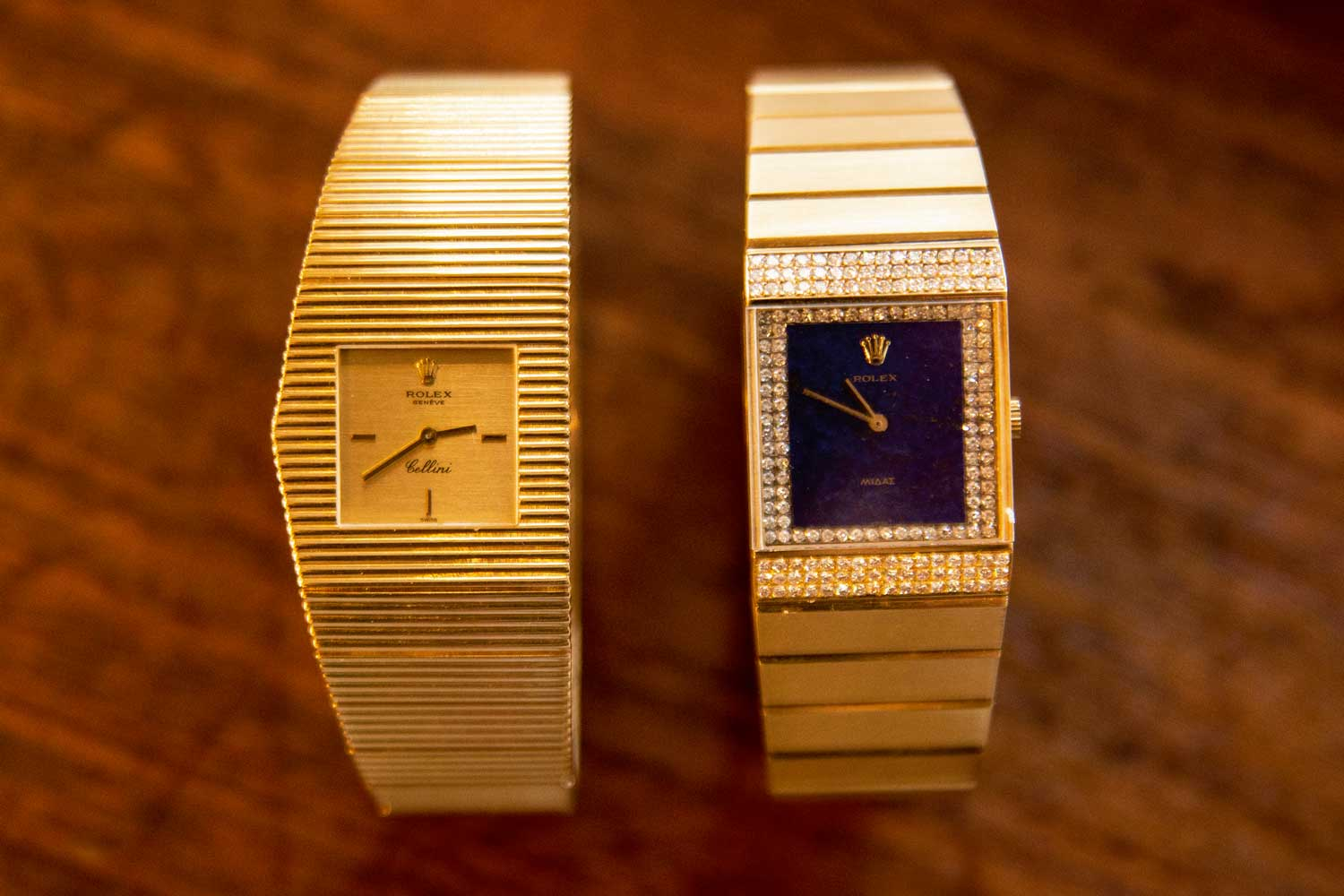 Later versions of the King Midas lost the asymmetrical case design, like the Ref. 4611 (right) in yellow gold with lapis lazuli dial (©Revolution)