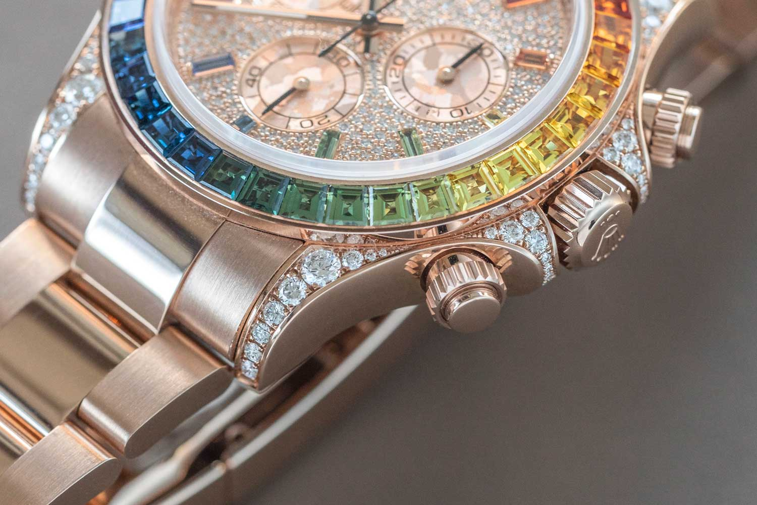 The Rolex Daytona ref. 116595 RBOW with the Everose case and the full diamond pave dial (©Revolution)
