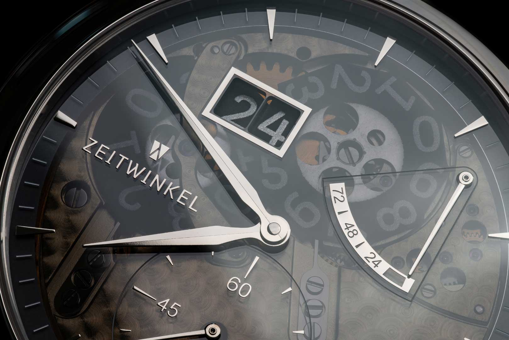 A closer look at the dial of the Zeitwinkel's 273° Saphir Fumé (Photo by @schwarz_makromedia)