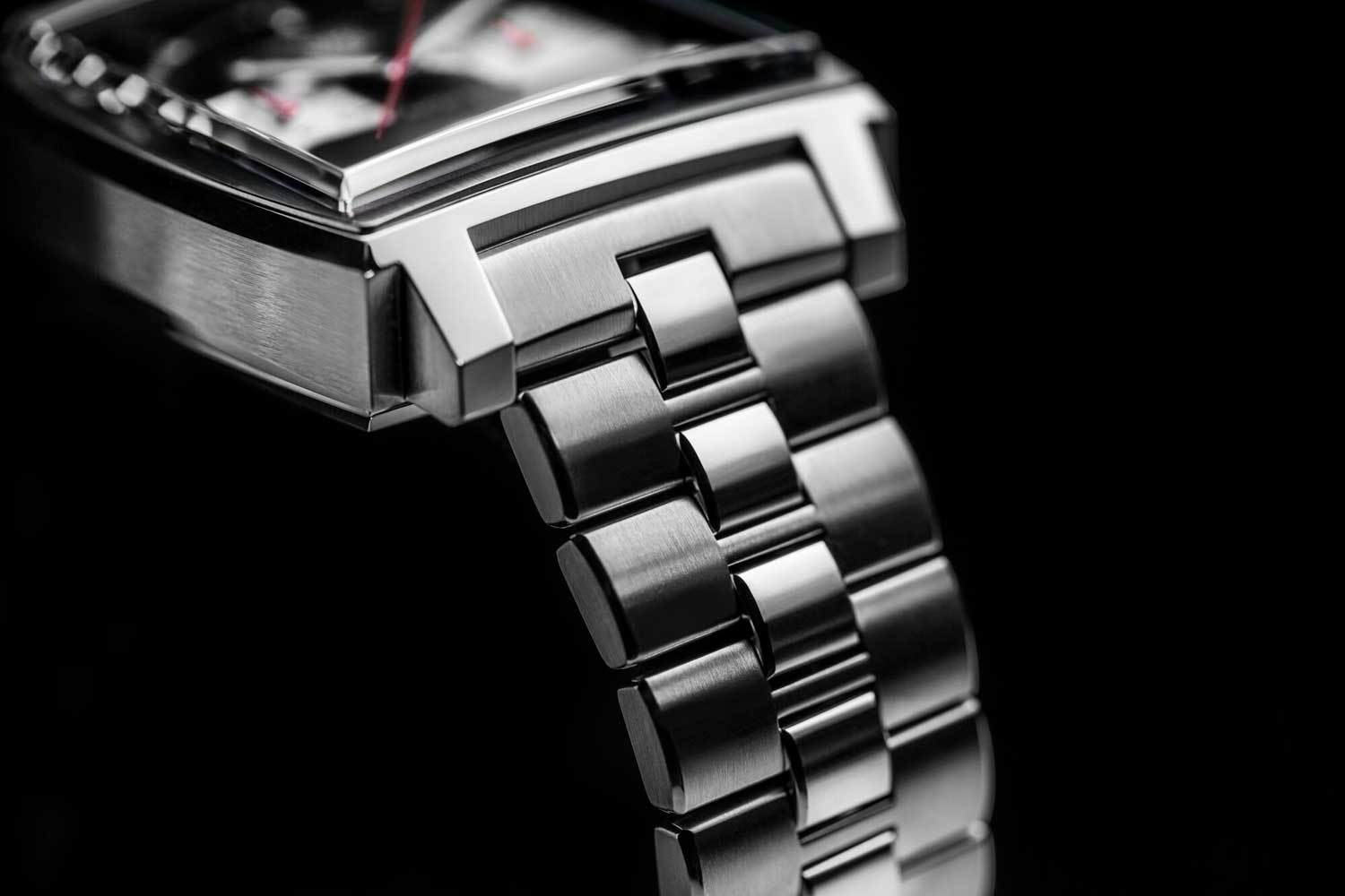 The bracelet for the TAG Heuer Monaco Chronograph 39mm Calibre Heuer 02 Automatic is a tapered one that is thicker at the watch head and thinner as it moves away