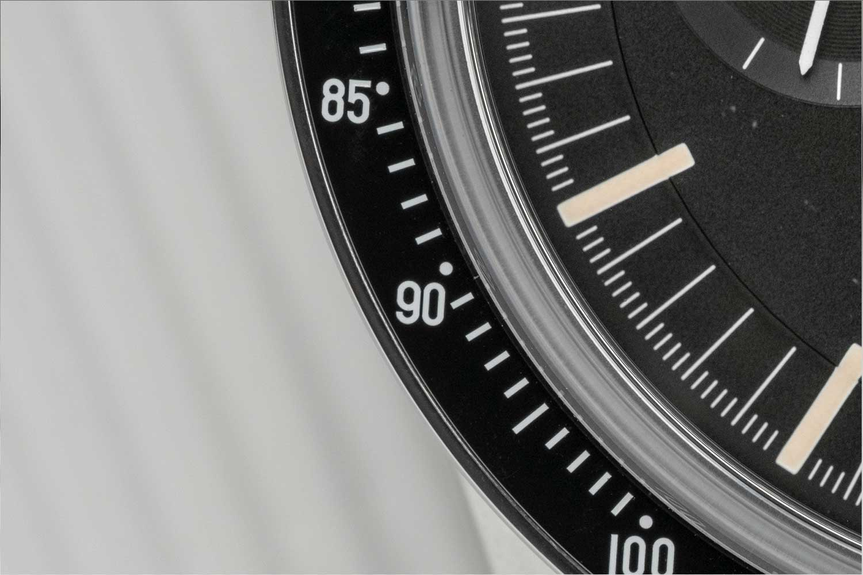 The desirable DON bezel on the Speedmaster Moonwatch 321 Stainless Steel (©Revolution)
