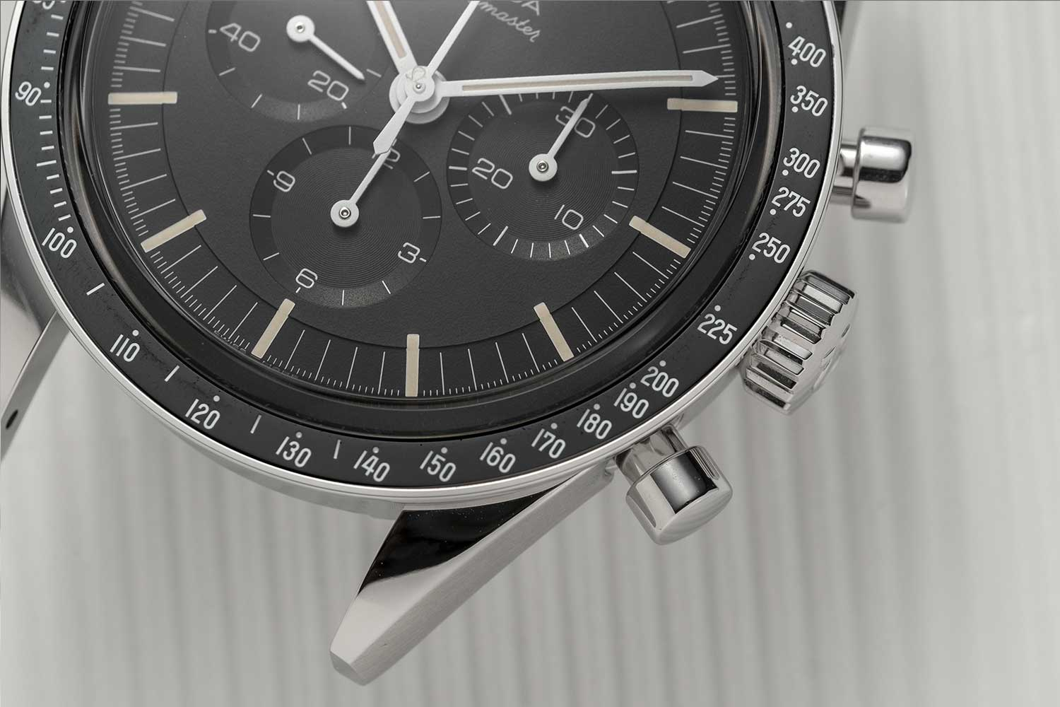 Stepped dial on the Speedmaster Moonwatch 321 Stainless Steel in the spirit of the Speedmaster ref. 105.003-65 (©Revolution)