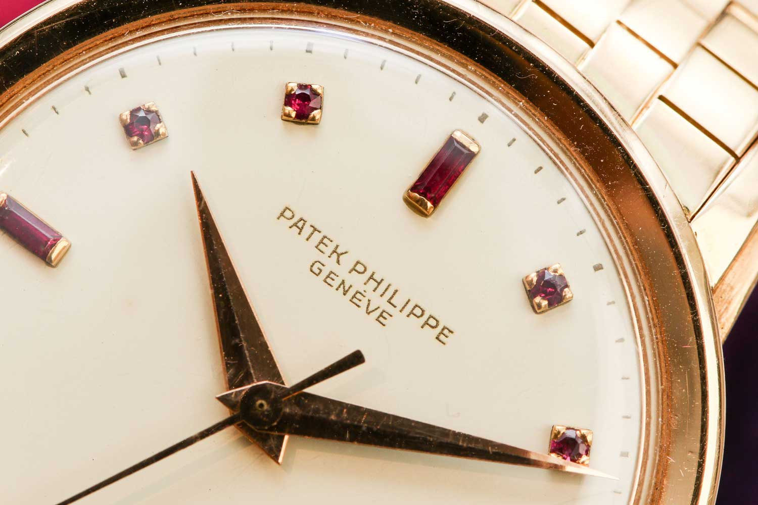 The present example is the only known of this dial type without the portrait of the King of Saudi Arabia (©Revolution)