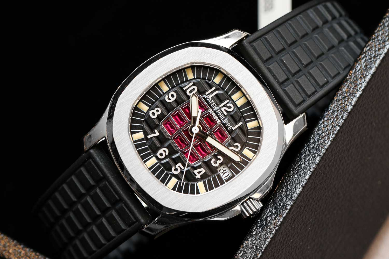 Unique white gold Aquanaut with 12 baguette shaped ruby set on the dial (©Revolution)