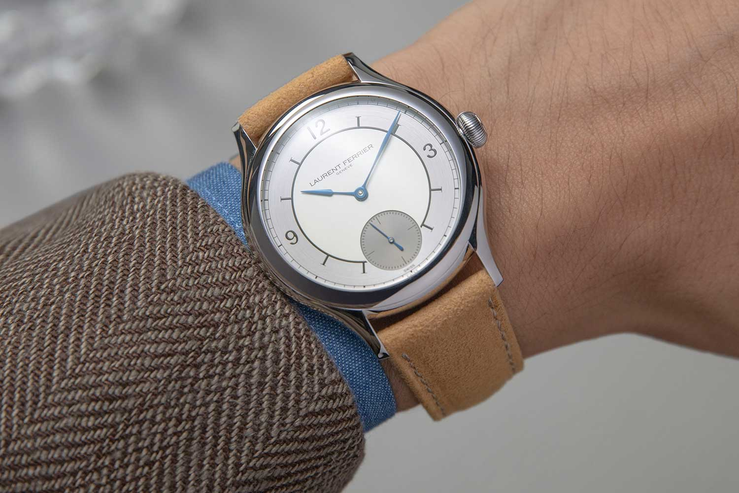 On the wrist: Laurent Ferrier Classic Origin for Revolution & The Rake on the Alcantara strap with beige lining fitted with Laurent Ferrier pin buckle (©Revolution)
