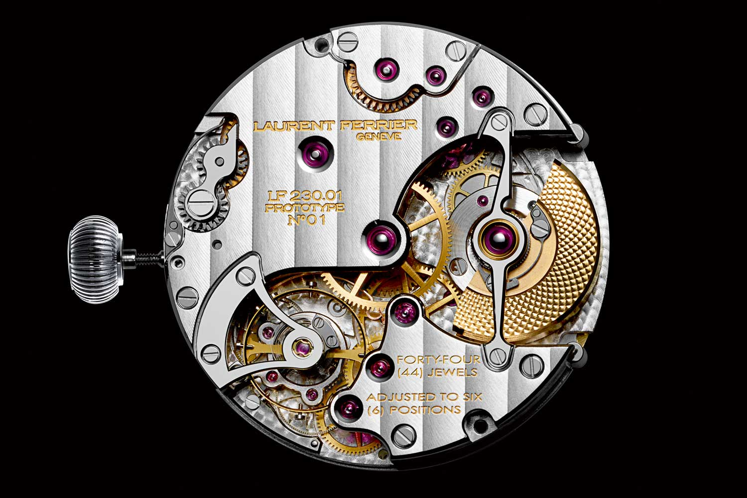 The additional mechanism to display the home and local time is integrated into the baseplate of the movement.