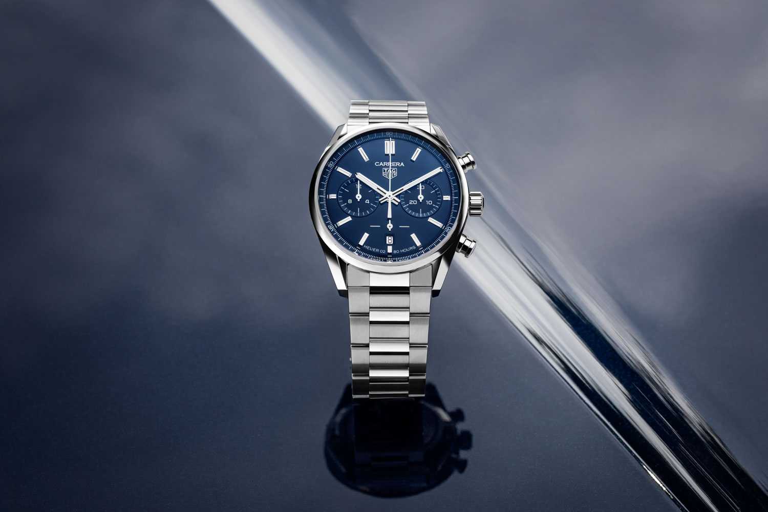 The TAG Heuer Carrera Chronograph 42 mm Calibre Heuer 02 Automatic, seen here with the blue dial, fitted on the stainless-steel H-shaped bracelet