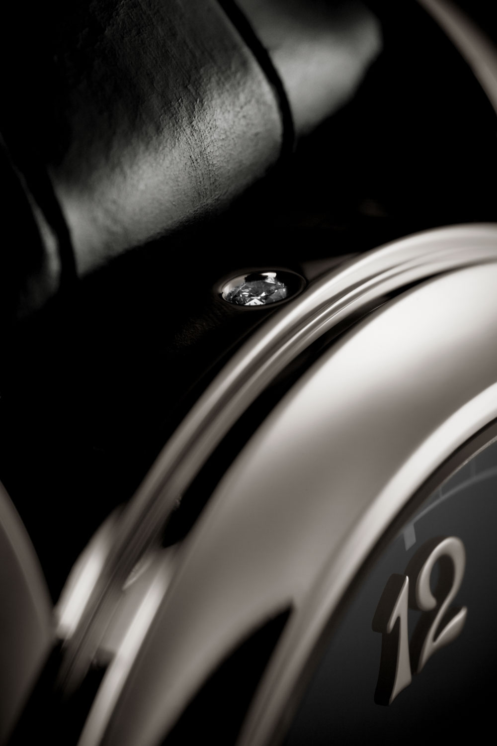 Patek Philippe typically places a small diamond on the side of the case at 6 o'clock to indicate that the watch concerned has a platinum case; in the case of the Patek Philippe Ref. 6301P Grande Sonnerie with the slide switch at 6 o'clock the diamond is now placed at 12 o'clock