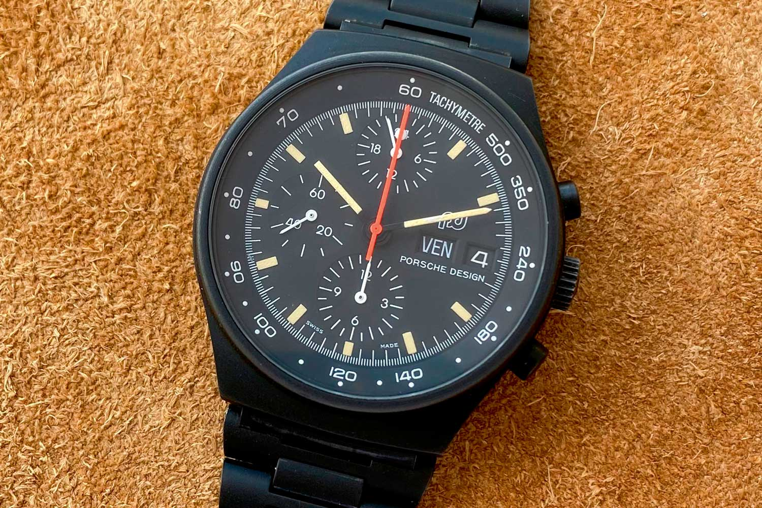 The Lemania 5100-powered version is distinguished by the 12 o'clock subdial that shows time in 24-hour format. (Image: Watchpool24)