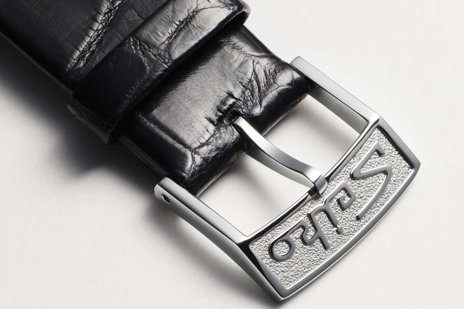 Both the buckle and crown of the 1965 KSK are faithfully re-created.