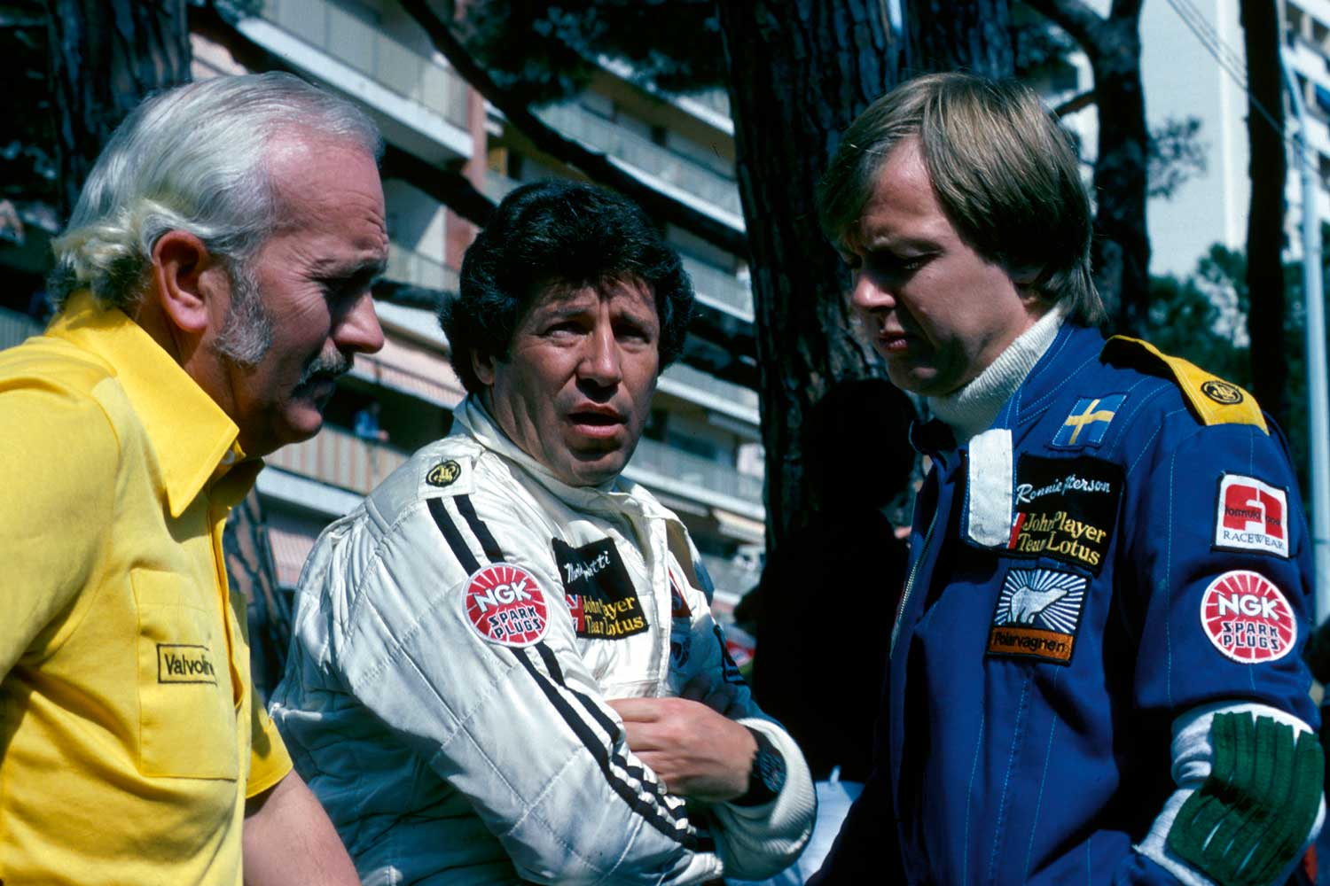 The legendary Formula 1 pilot Mario Andretti (middle) wearing the Orfina Porsche Design Chronograph 1. (Image: Getty Images)