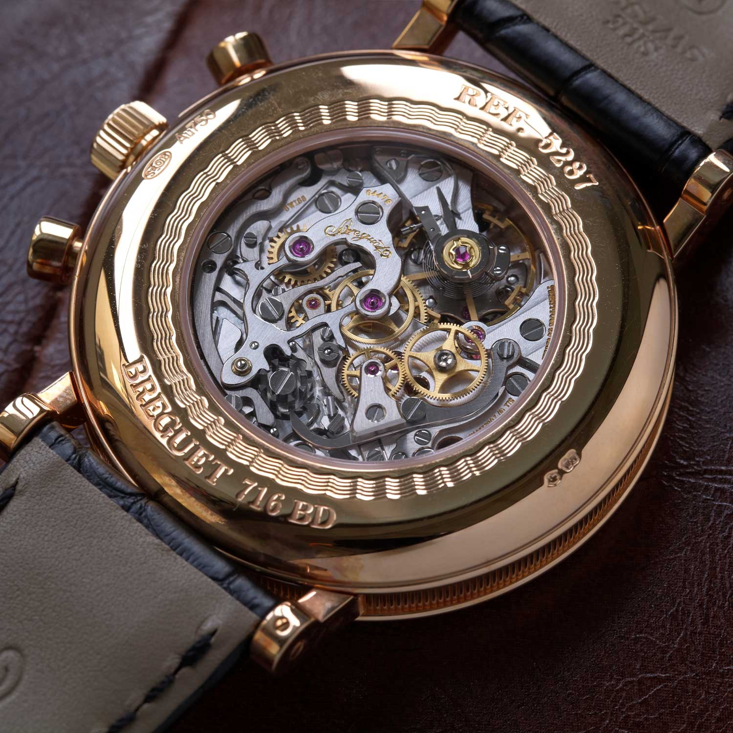 The Breguet 5287 is powered by the calibre 533,3 (Breguet's version of the Lemania 2320) (©Revolution)