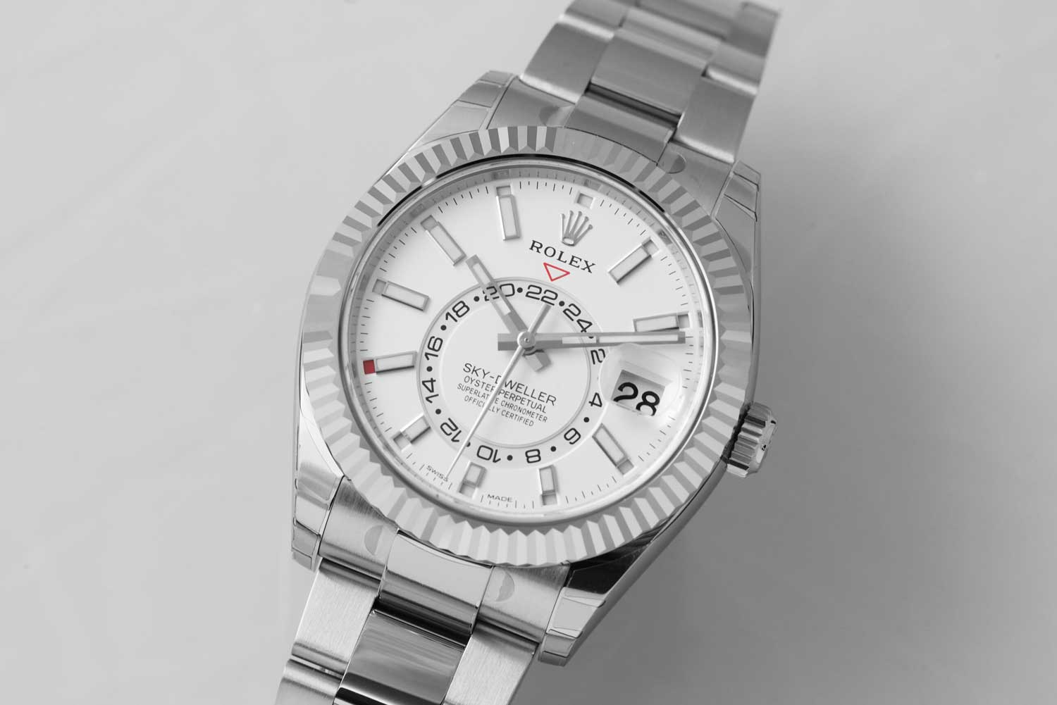 The Oyster Perpetual Sky-Dweller (Reference 326934) in White Rolesor with an intense white dial and an Oyster bracelet (©Revolution)