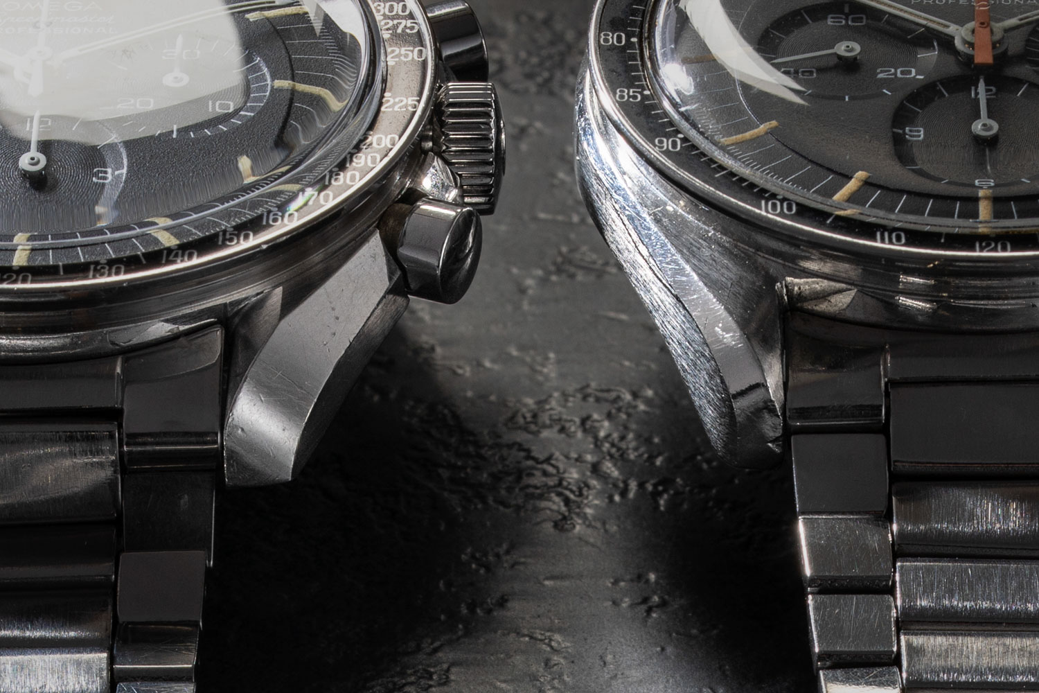 Here is a 145.012-67 case from an Ultraman Speedmaster (R) where you can clearly see the difference in bevels on the lugs of the ref. ST 105.012-66 (L) with a Le Centrale Boites case (©Revolution)