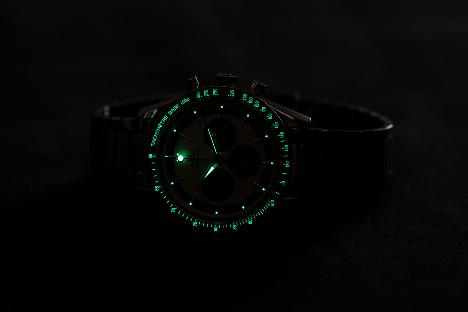 """Lume on the The Speedmaster """"CK2998"""" Limited Edition appears on the dial and as well on the polished ceramic bezel with tachymeter base scale (©Revolution)"""