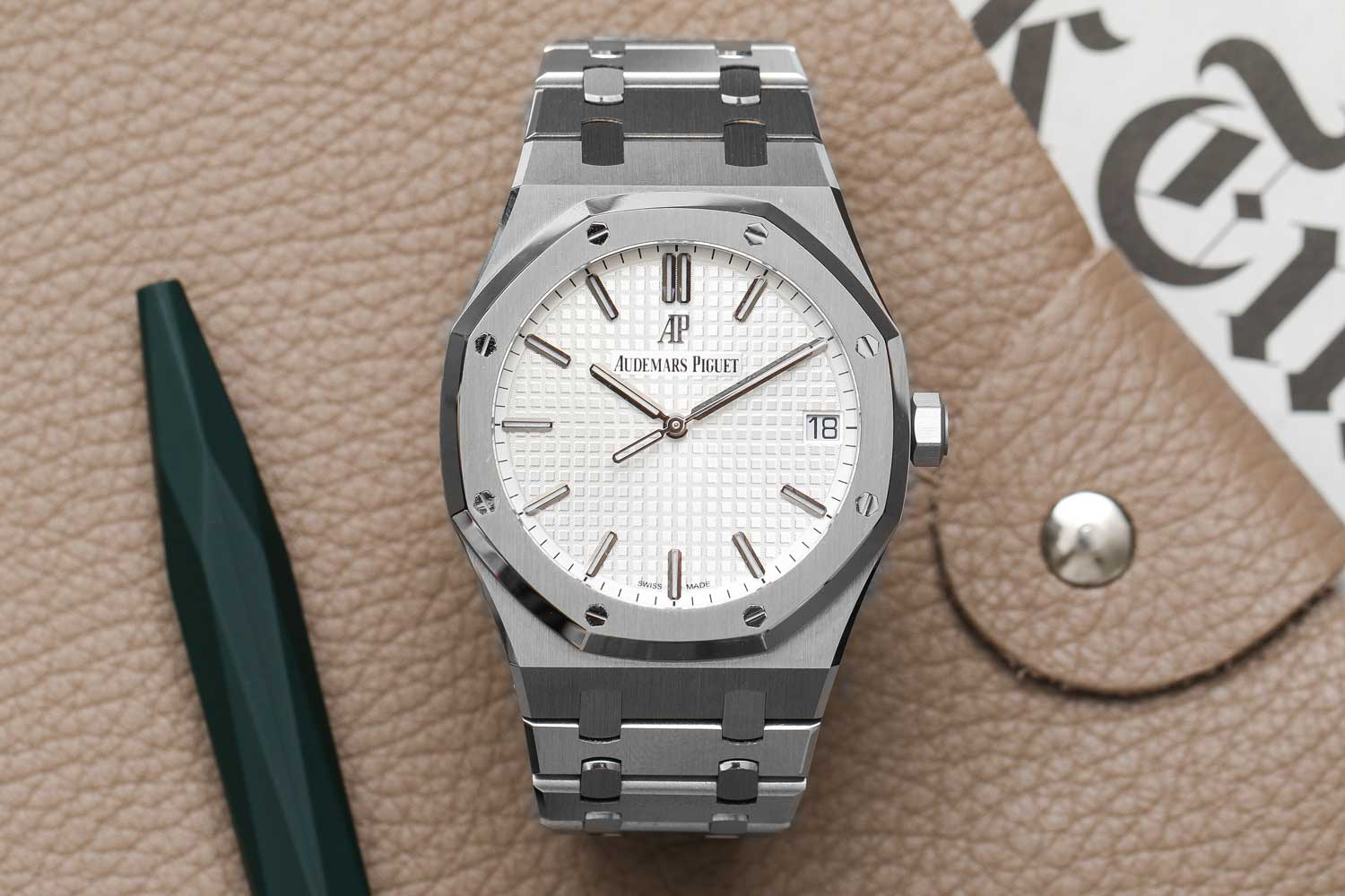 The Audemars Piguet Royal Oak ref. 15000 is an excellent update to the basic Royal Oak model and a great all-around daily-wearer. The Audemars Piguet Royal Oak ref. 15000 is an excellent update to the basic Royal Oak model and a great all-around daily-wearer. (©Revolution)