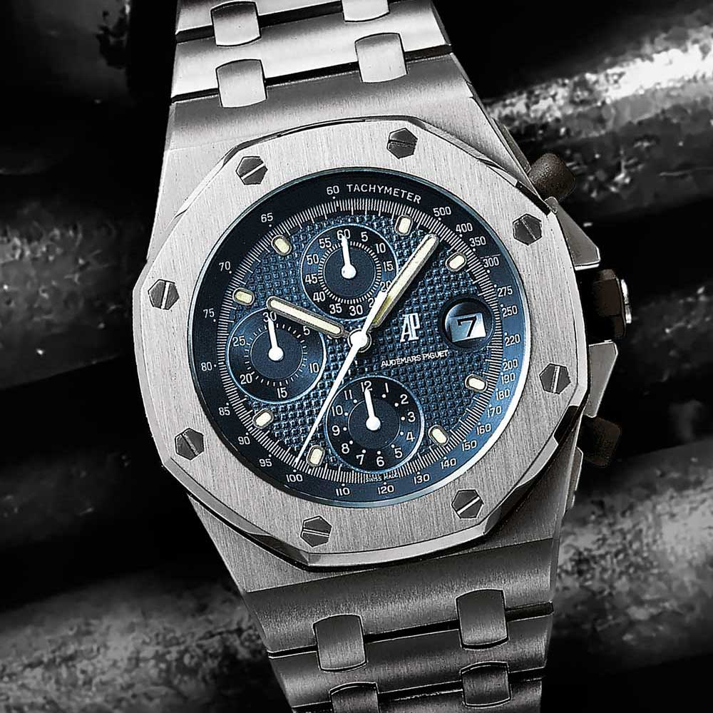 The Royal Oak Offshore broke through the size barrier with its 42mm case in 1993, establishing an unheard-of precedent for large-sized watches. Coming with the blue dial to echo the original Royal Oak, it was the first of the Offshore line.