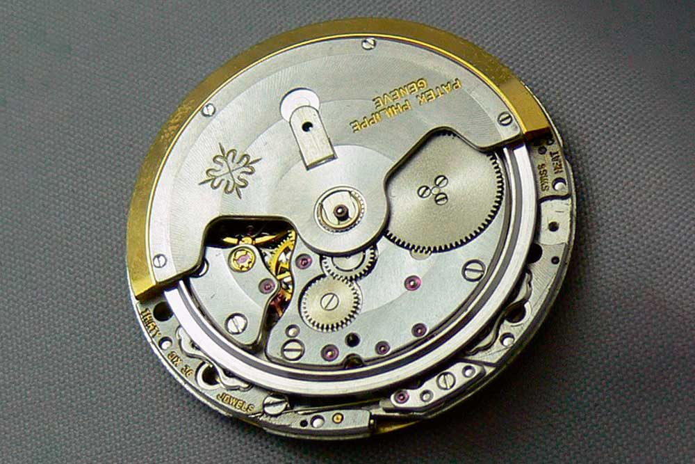 The beautiful Patek calibre 28-255 was found in the original 3700/1A from 1976. (Image: A Collected Man)
