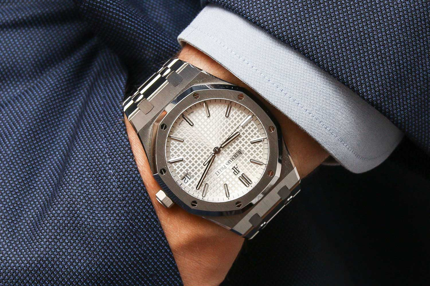 The Royal Oak is versatile enough to be worn casually or formally.(©Revolution)
