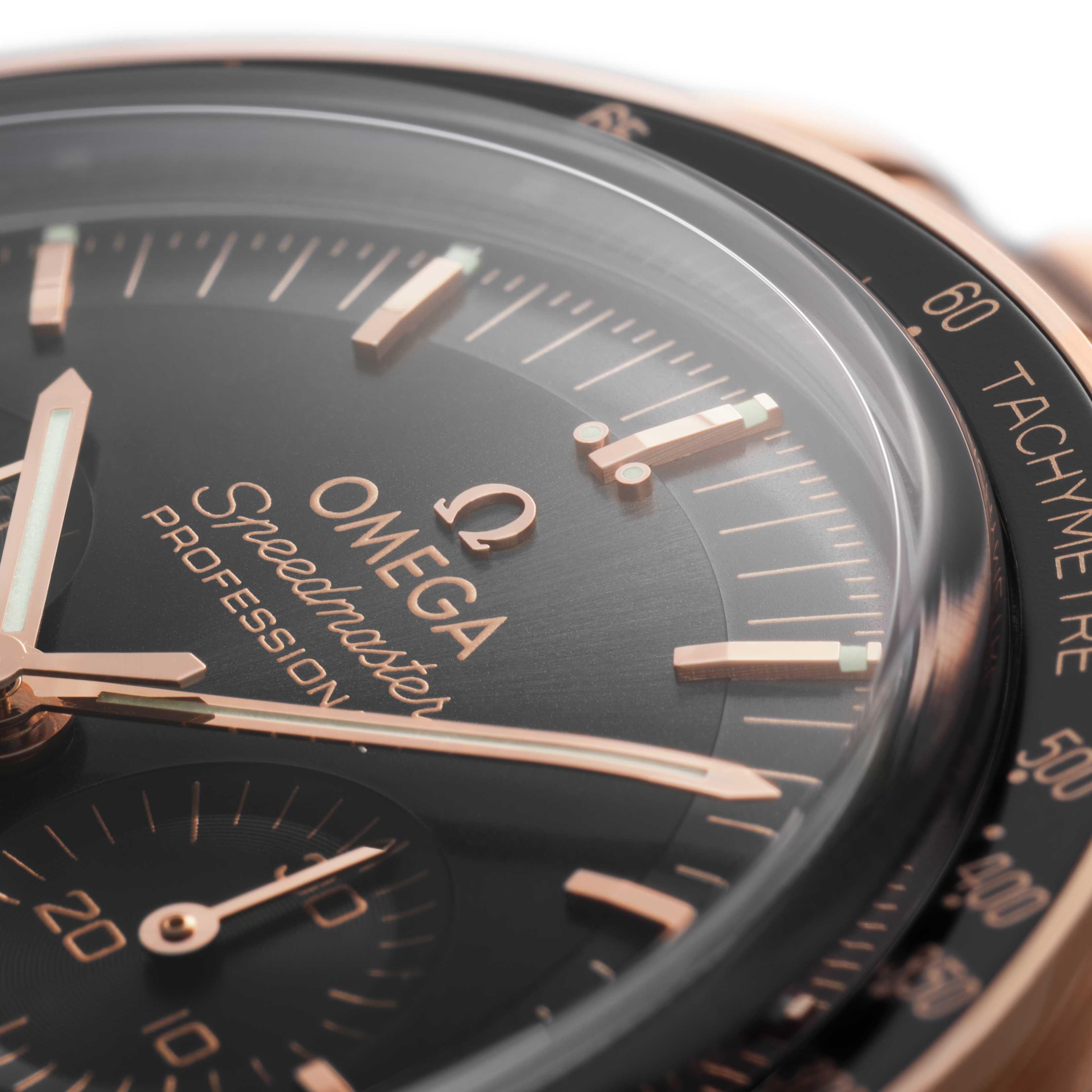 Sedna™ gold applied Omega logo on the Sedna™ gold 2021 Speedmaster