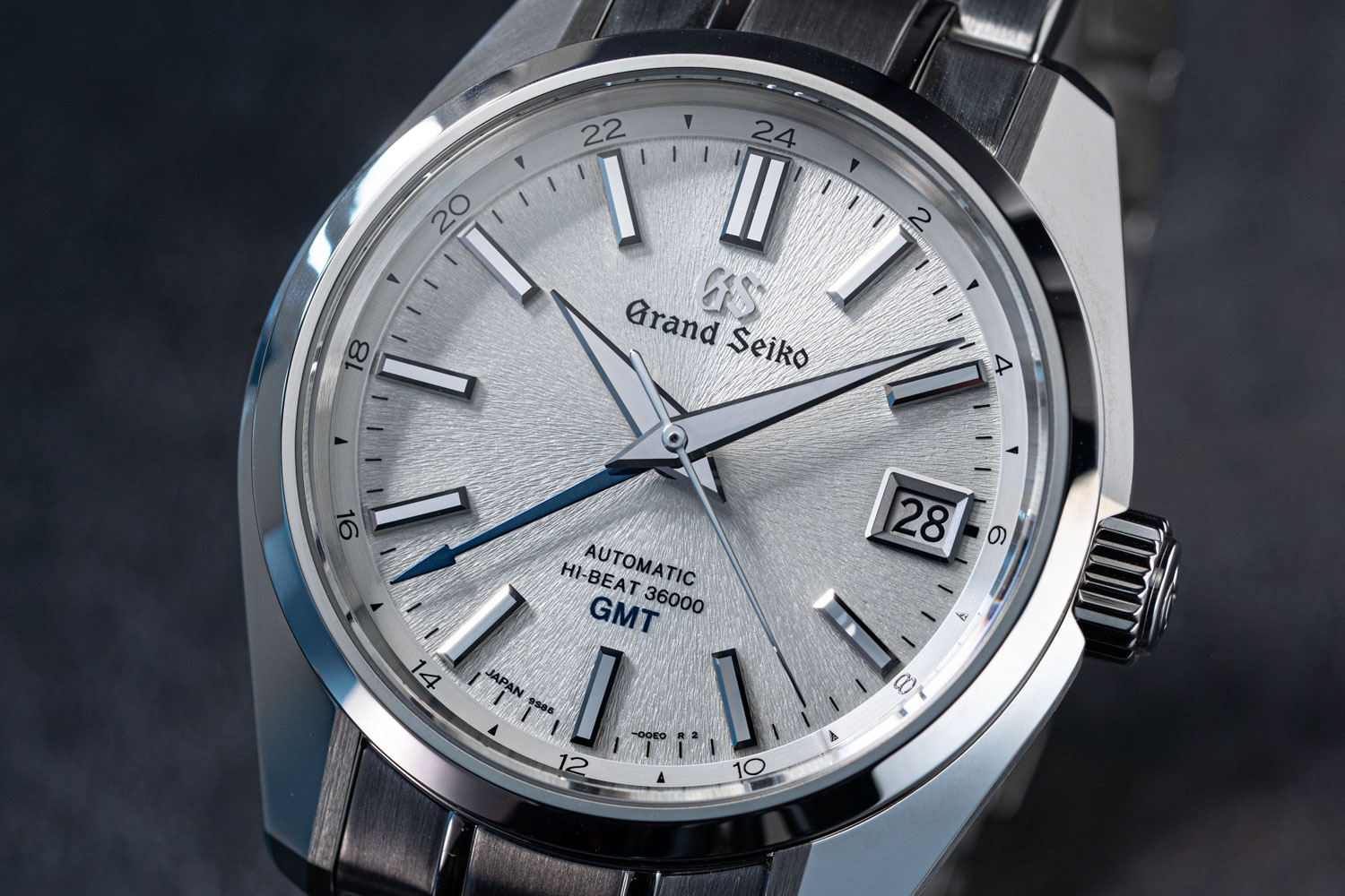 The dial of the Grand Seiko Hi-Beat SBGJ201 feels like monochrome impressionist brush strokes radiating from the center of the dial that as always evokes the winter snow in Nagano Prefecture (©Revolution)