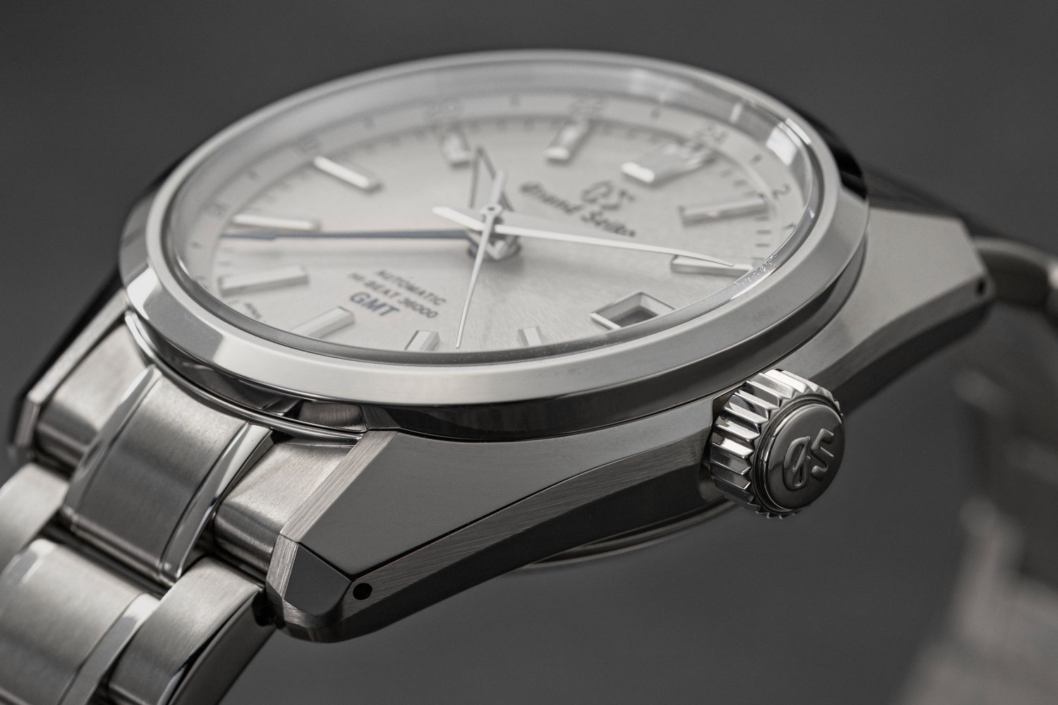 The case of the Grand Seiko Hi-Beat SBGJ201 features the sharp angular facets and knife edge caseband; case and bracelet are crafted in steel adding a touch more heft to the experience on the wrist but still evincing the exquisite Zaratsu finish with perfect mirror polishing (©Revolution)