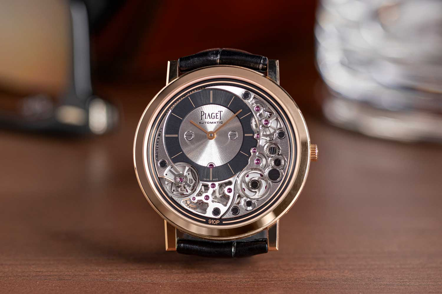 The 41mm diameter Piaget Altiplano Ultimate Automatic 910P in rose gold measures in at a thickness of 4.30mm (©Revolution)