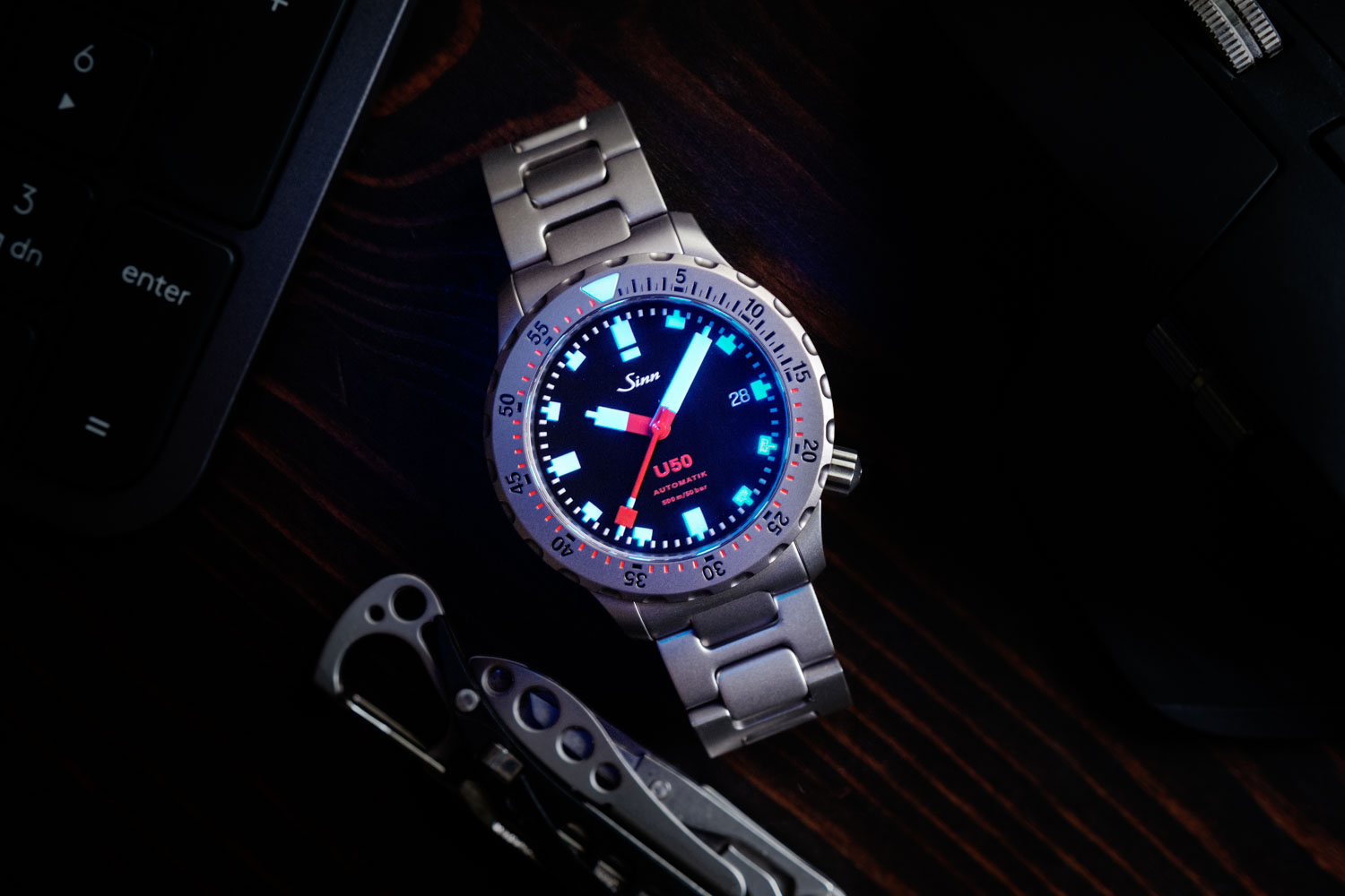 Some impressive lume action on the SINN U50 (©Revolution)