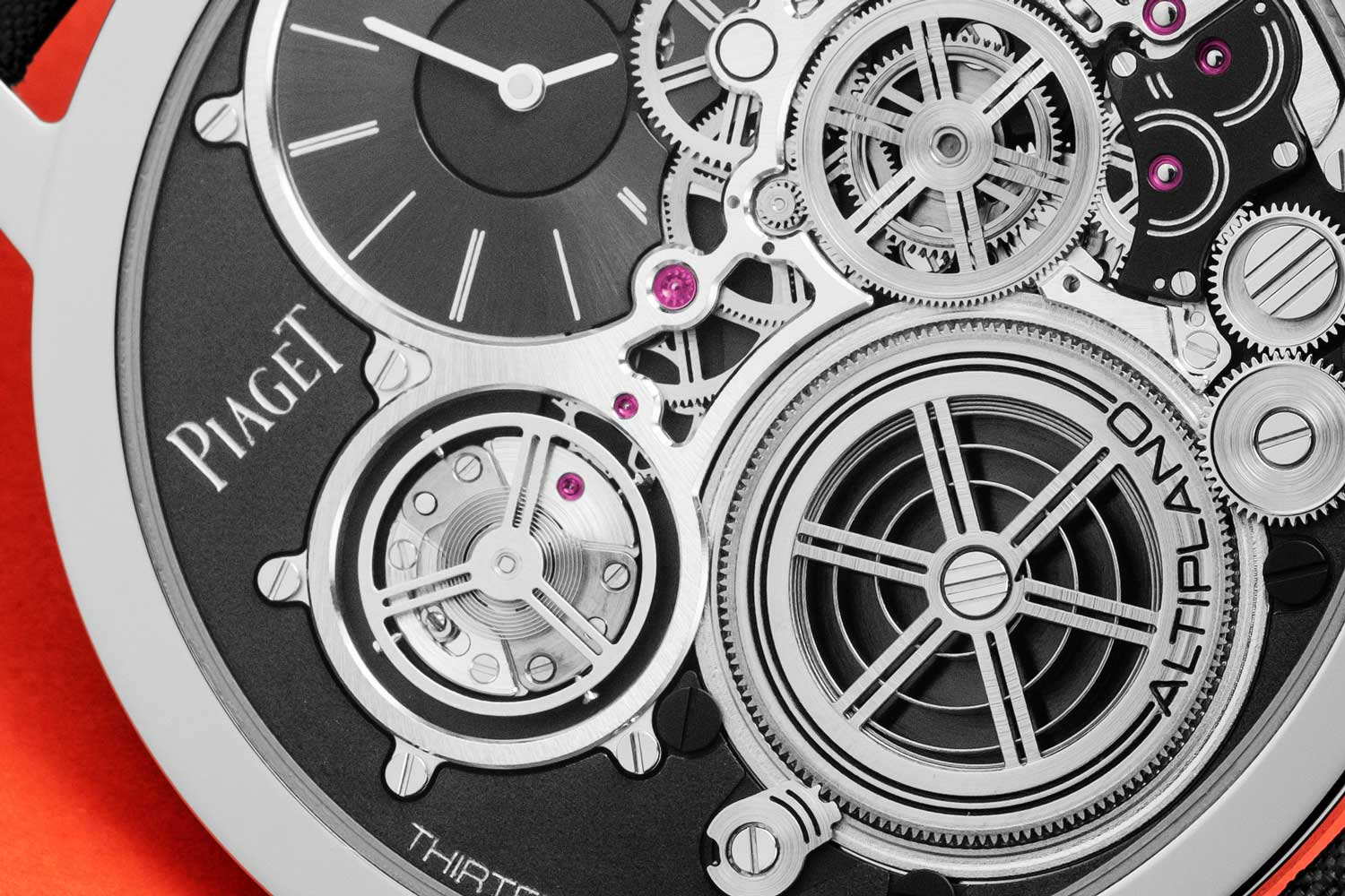 The Piaget Altiplano Ultimate Concept's balance wheel has no bridge over it to secure it from above, it is entirely supported from behind and instead of resting on a pinion between rubies it is supported, and oscillates, between ceramic ball bearings (©Revolution)