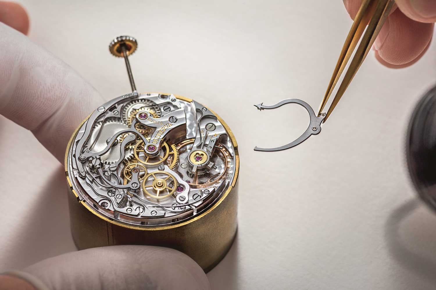 As per experts from the Boston Consulting Group,the Swiss watch market can expect a growth of +15 percent this year.