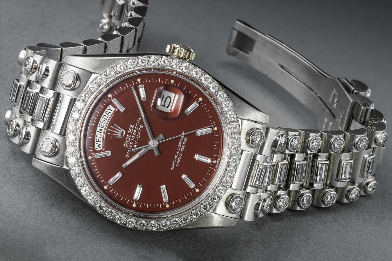 Một bộ kim cương và bạch kim Rolex ref.  1804 với mặt số Stella màu đỏ tía từ năm 1972. (Ảnh: Phillips)