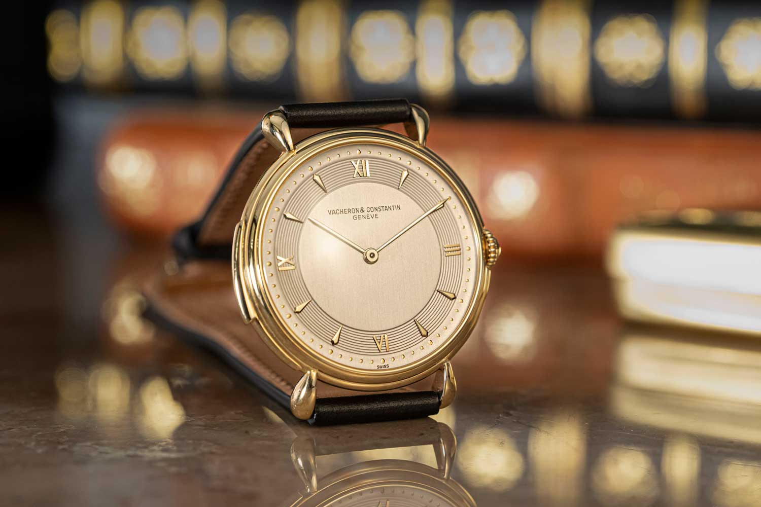 1951: Reference 4261 Minute Repeater with Tear-Drop Lugs; 18K yellow gold minute-repeater gentleman's wristwatch, tear-drop lugs soldered to the middle; silvered dial, circular guilloché hour-circle, 4/4 Roman numerals and 8 lapidated and pointed indexes, external pearled minute-circle; yellow gold pointed baton hands (©Revolution)
